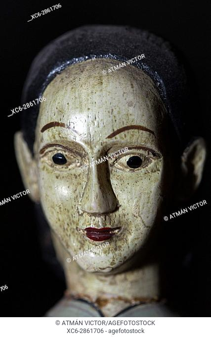adult female wooden articulated doll face