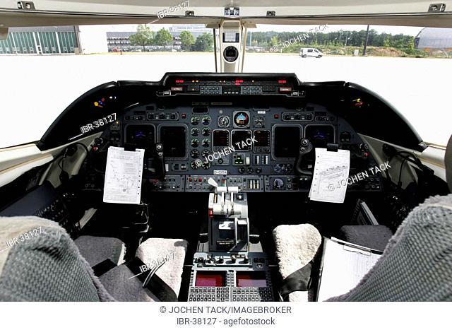 DEU, Federal Republic of Germany, Frankfurt: Cockpit of a business jet Learjet 60