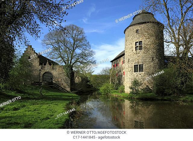 Germany. Ratingen, Anger, Schwarzbach, Bergisches Land, Rhineland, North Rhine-Westphalia, NRW, moated castle Haus zum Haus at the Anger, ditch, Middle Ages