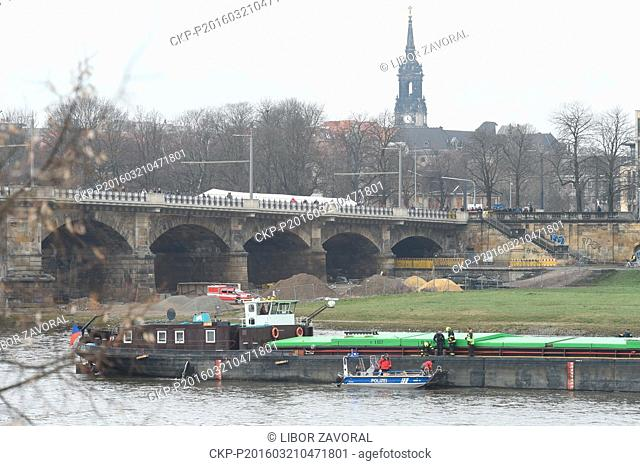 The Albis Czech cargo ship that got stuck near the Albert Bridge on the Labe (Elbe) River in Dresden last week was successfully freed with the aid of two Czech...