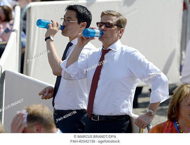 German Foreign Minister Guido Westerwelle (FDP/R) and German Economy Minister Philipp Roesler (FDP) take a drink while waiting for the US President Barack...