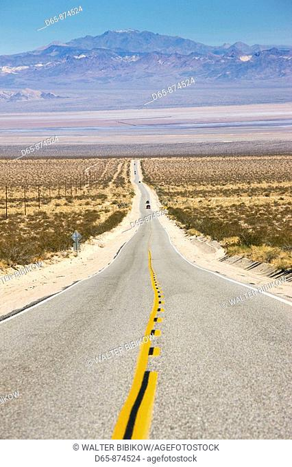 Amboy Road, Mojave Desert, California, USA