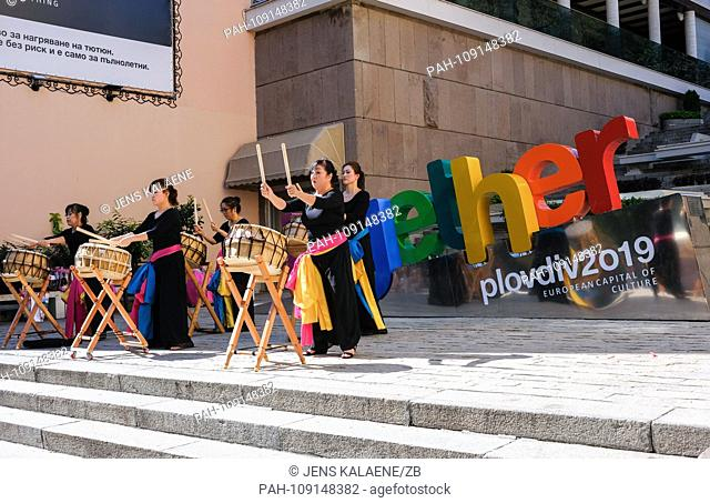 "14.09.2018, Bulgaria, Plovdiv: Musicians appear on the sculpture from the word """"together"""" as the motto of the Cultural Capital Plovdiv"