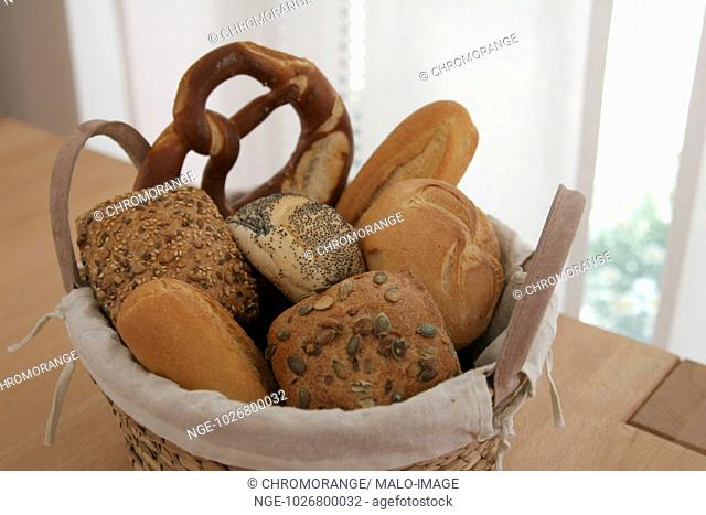 Basket with pretzel and bap