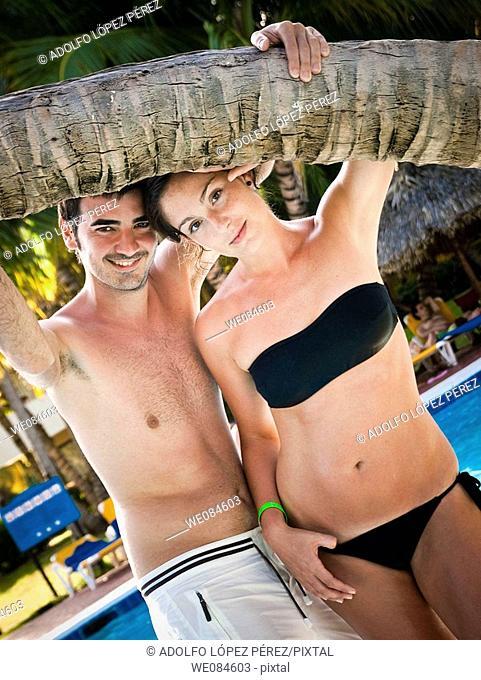 pareja en piscina, Punta Cana (República Dominicana)