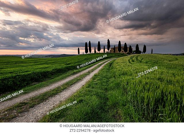 Landscape photo of a Tuscan villa amongst the farmlands. Val D'Orcia, Tuscany, Italy
