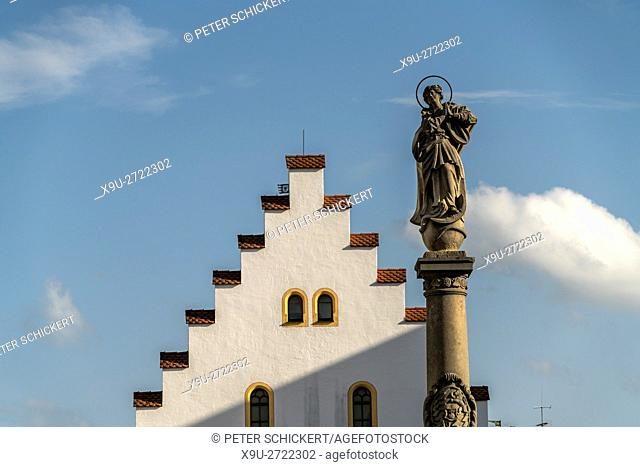 Statue of Maria and the Ballenhaus in the historic old town of Schongau, Upper-Bavaria, Bavaria, Germany, Europe