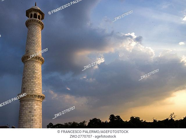 Drammatic sky and sunlight on minater in a indian sunset. Agra, Uttar Pradesh. India