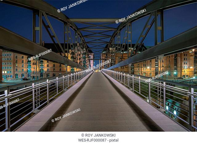 Germany, Hamburg, Kibbelsteg bridge in Speicherstadt