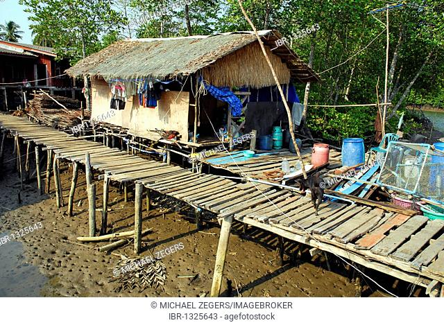 House, village in the Salak Phet bay, Koh Chang Island, National Park Mu Ko Chang, Trat, Gulf of Thailand, Thailand, Asia