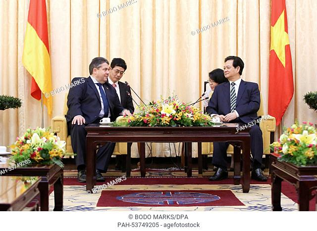 GermanMinister for Economic Affairs and Energy, Sigmar Gabriel (L, SPD), Prime Minister of Vietnam Nguyen Tan Dung (R) and their interpreters meet for...
