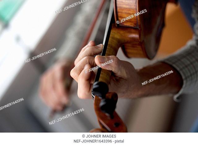 Man playing violin, close-up