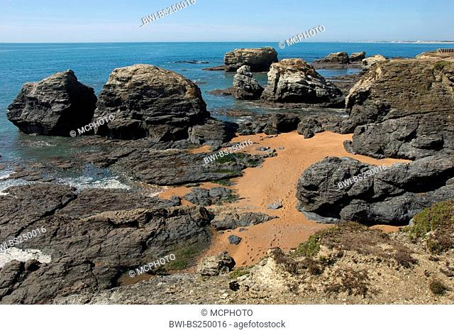 view from sand and rock beach at the sea over rock formation 'Les Cinq Pinneaux', France, Vendee, Sion sur l'Ocan