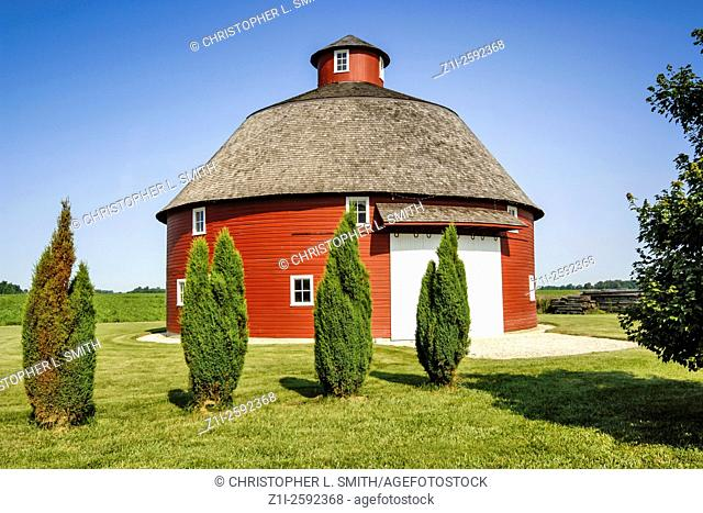 Traditional mid-west farm round red barn
