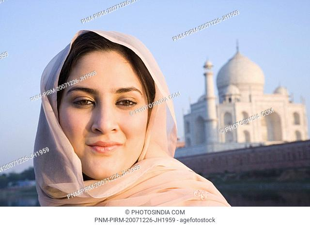 Woman with a mausoleum in the background, Taj Mahal, Agra, Uttar Pradesh, India