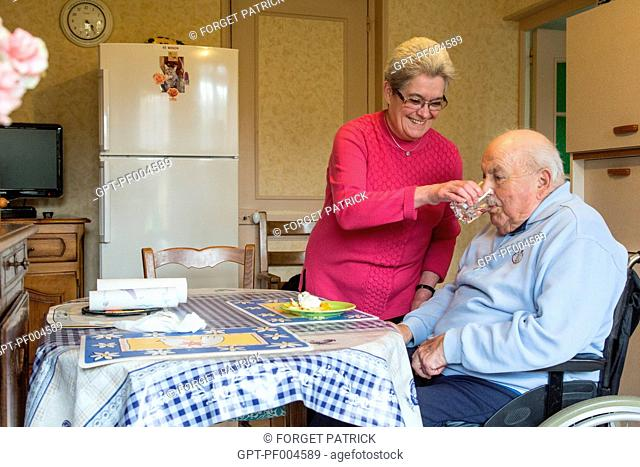 MARYLENE, EMPLOYEE OF THE ADMR (AIDE A DOMICILE EN MILIEU RURAL), HOME HELP SERVICES FOR AUTONOMOUS ELDERLY PEOPLE LIVING WITH THEIR FAMILIES, RUGLES (27)