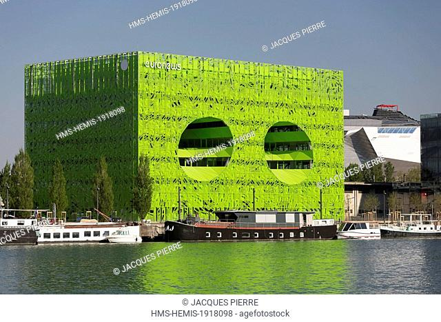 France, Rhone, Lyon, La Confluence new district in the South of the Presqu'ile (Peninsula), the green building of Euronews headquarters by architects Dominique...