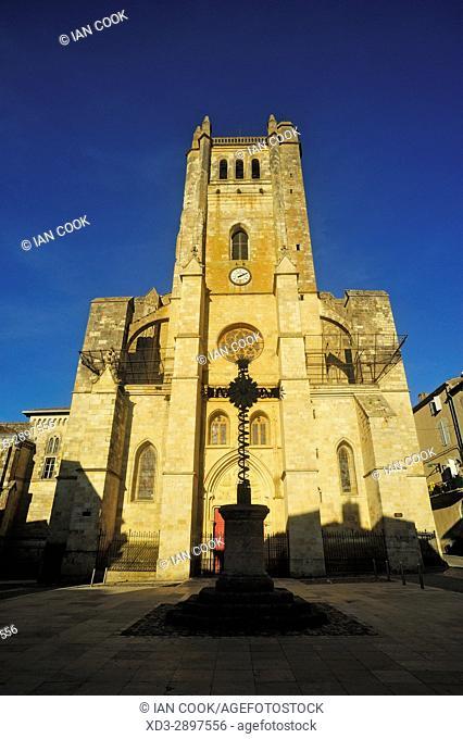 Cathedral St. Pierre de Condom, Place Bossuet, Condom, Gers Department, New Aquitaine, France