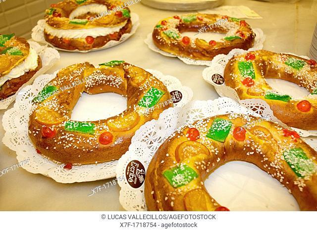 Roscón de Reyes or Tortell de reis, typical cake of the Magi, spanish tradition, Magi's day,Escribà bakery,83 La Rambla, Barcelona, Catalonia, Spain