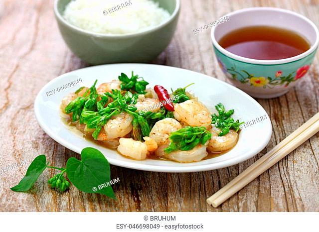 stir-fried Tonkin jasmin flowers and shrimp, vietnamese cuisine