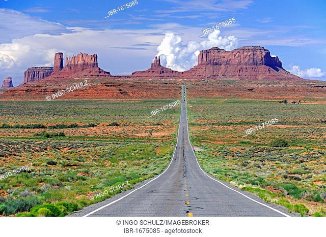 View of the Monument Valley from highway 163, Northern Utah, USA
