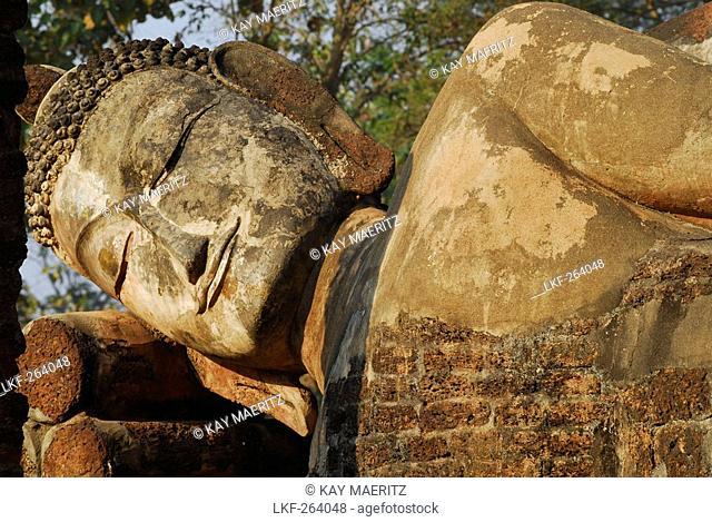 Lying Buddha Kamphaeng Phet, Wat Phra Khaeo, Central Thailand, Asia