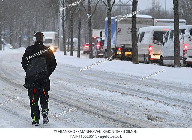 Snow chaos on the streets of Bavaria - as here in Munich Riem, the commuter traffic, commuters on snow-slick roads - probably the one who gets to his workplace...