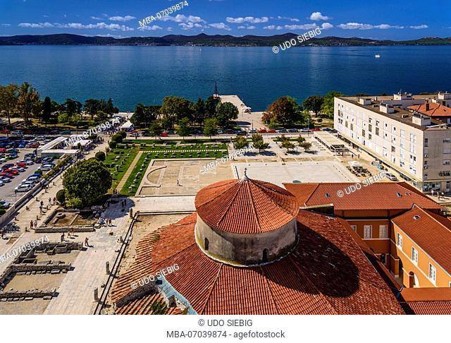 Croatia, Dalmatia, Zadar, Zeleni Trg city square, Roman Forum with round church Sveti Donat, view from the bell tower of the cathedral Sveta Stosija