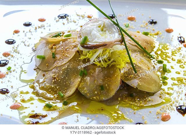 Plato de Carpaccio de champiñón y langostino (Mushroom and shrimp carpaccio). Hotel-Restaurante El Embarcadero. Getxo, Biscay, Basque Country, Spain