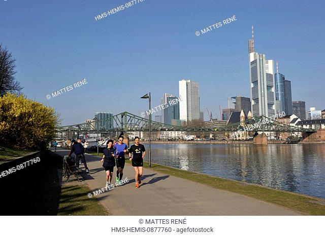 Germany, Hesse, Frankfurt am Main, riverbanks of Main river and skyline