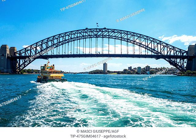 Australia, Sydney, the Harbour Bridge seen from the bay