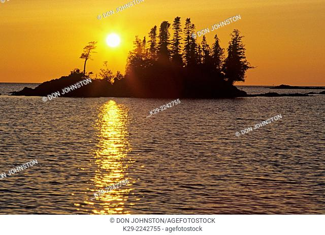 Setting sun over a small island in Lake Superior, Lake Superior Provincial Park, Ontario, Canada
