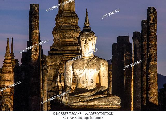 Asia. Thailand, old capital of Siam. Sukhothai archaeological Park, classified UNESCO World Heritage. Wat Mahatat at sunset