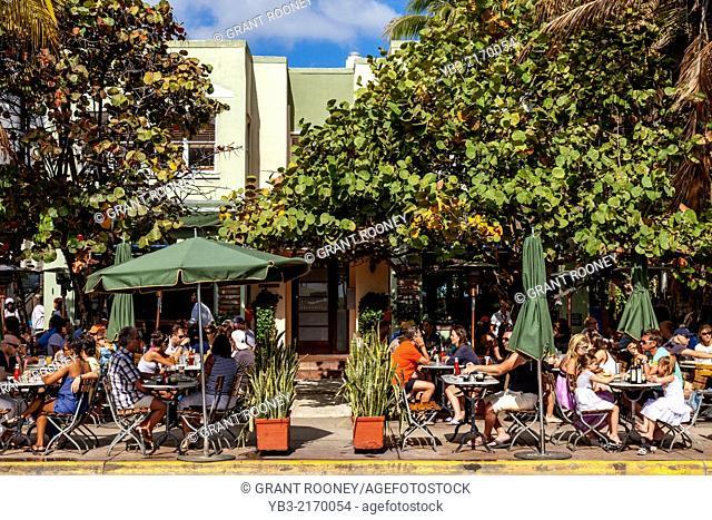 Sidewalk Cafe, Ocean Drive, South Beach, Miami, Florida, USA