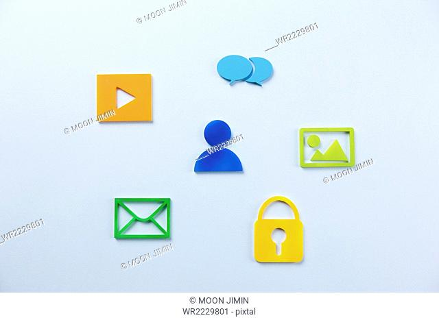 Human shape surrounded by mobile icons
