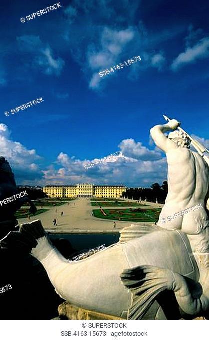 AUSTRIA, VIENNA, SCHONBRUNN CASTLE, NEPTUNE FOUNTAIN