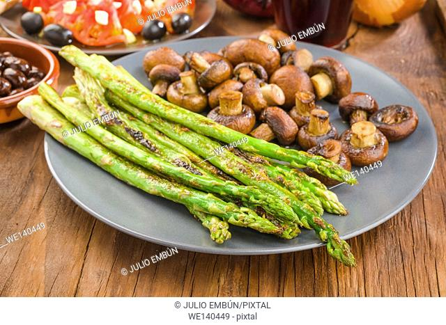 vegetable combination plate of asparagus and mushrooms