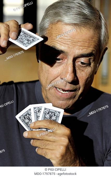 Teo Teocoli plays cards