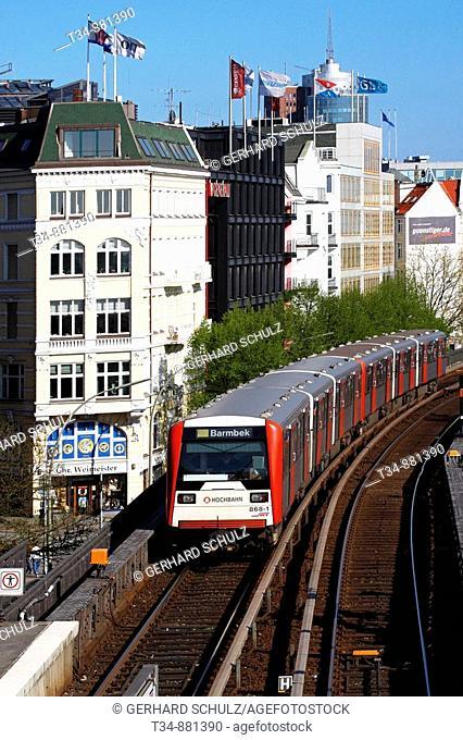 U-Bahnhof Landungsbrücken mit Hanseatic Trade Center im Hintergrund am Hamburger Hafen, Deutschland , Subway Station 'Landungsbruecken' with Hanseatic Trade...