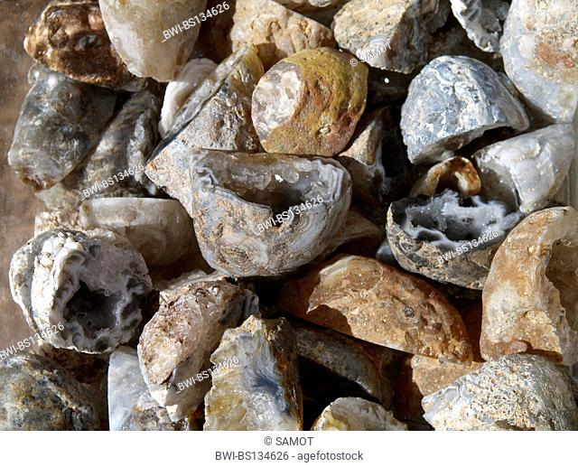 agate, being effective on fever, optic nerve, eye problems, supporting speech