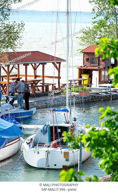 Kroatien, Segelboot am Hafen