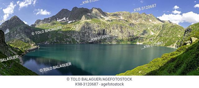 pic de Hourgade 2964 mts, lago de Caillouas, Gourgs Blancs, cordillera de los Pirineos, France
