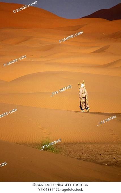 Morocco, Sahara, Erg Chebbi, Dune, Tuareg, Stairs, Walking