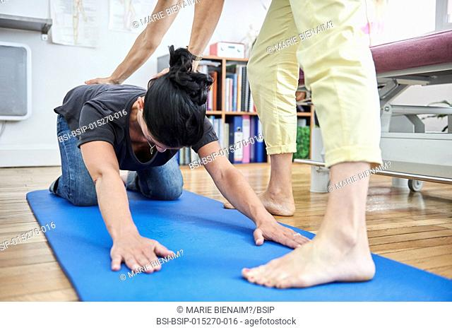 Reportage in a physiotherapy practice in Lyon, France. The physiotherapist teaches a new mother post-partum exercises to reeducate her perineum and abdomen