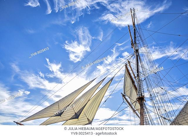 The Star of Indiaâ. . s sails and mast, San Diego, California