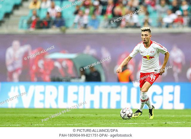 02.09.2018, Saxony, Leipzig: Soccer: Bundesliga, 2nd Matchday, RB Leipzig vs.Fortuna Duesseldorf in the Red Bull Arena. Leipzig's Kevin Kampl on the ball