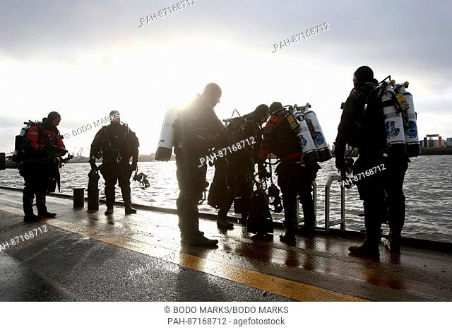 Divers prepare for the search on the jetties in Hamburg, Germany, 12 January 2017. Five days after the mysterious disappearance of Timo Kraus