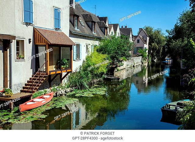 BANKS OF THE EURE, OLD TOWN OF CHARTRES, EURE-ET-LOIR 28, FRANCE