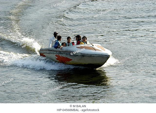 SPEED BOAT RIDING IN AKKULAM LAKE TRIVANDRUM