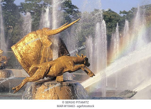 france, paris, trocadero fountains